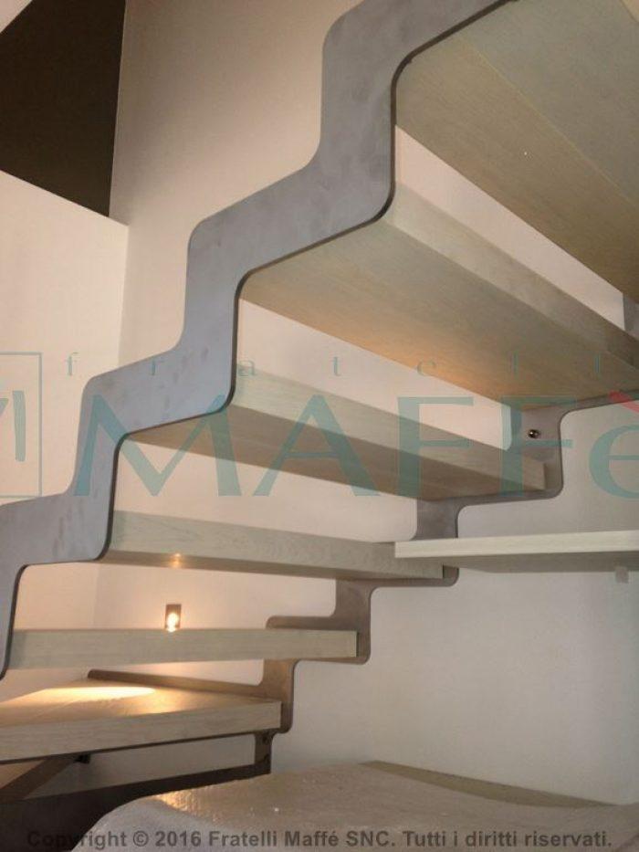 scala in acciaio realizzata a mano